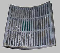 Baffle plate for hammer mill